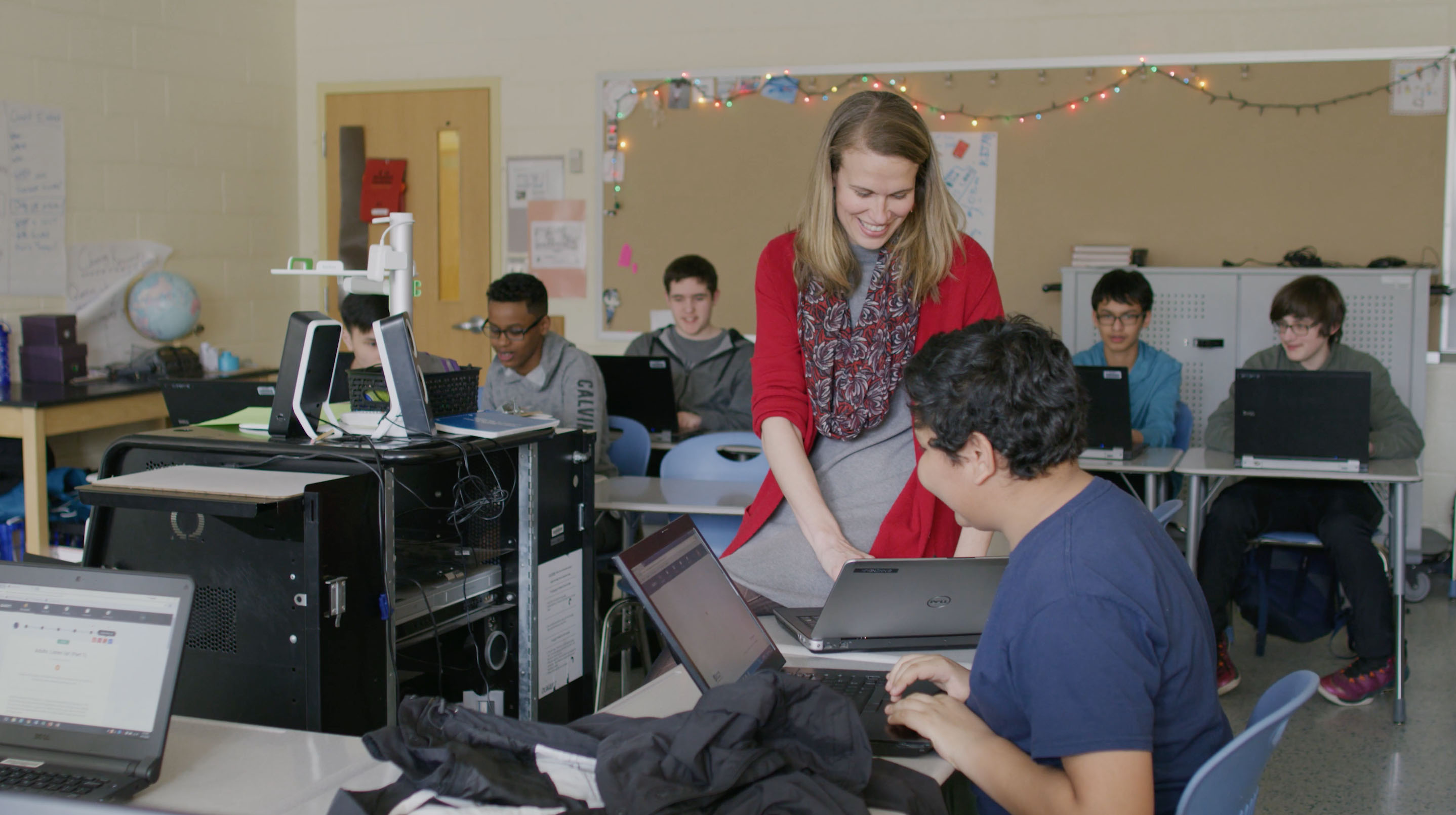 Students and a mentor use Quest Forward Learning in the classroom.